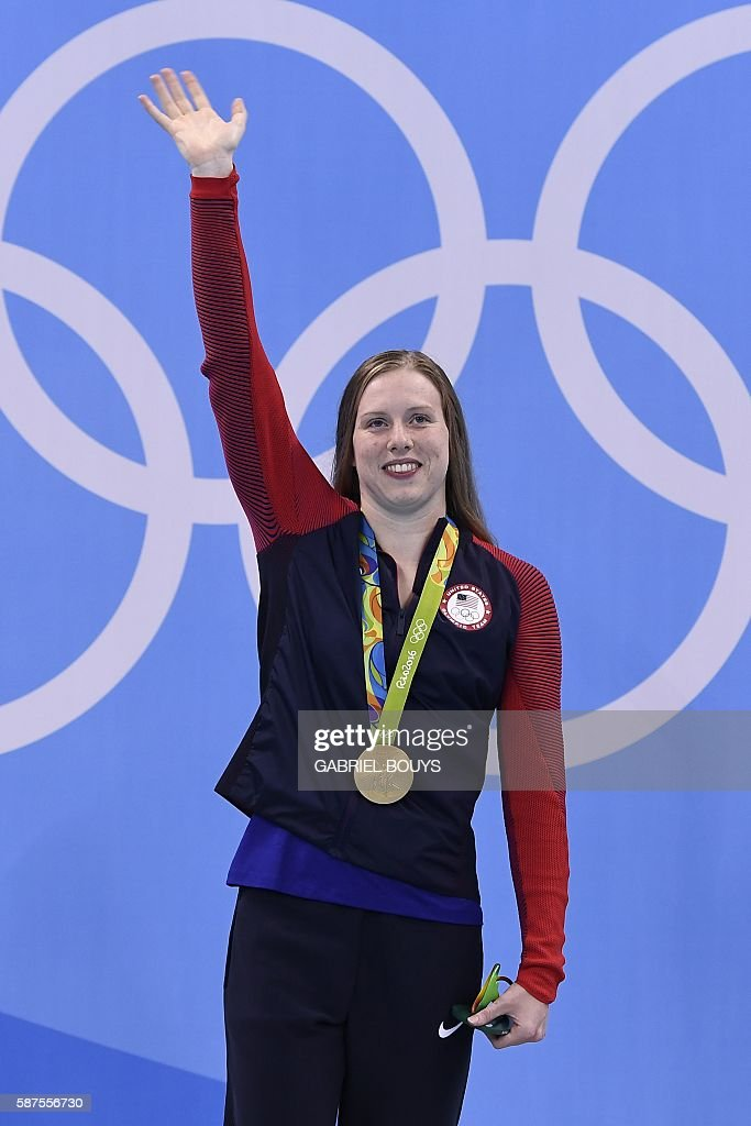 USA's Lilly King waves while posing with her gold medal on the podium after she won the Women's 100m Breaststroke Final during the swimming event at the Rio 2016 Olympic Games at the Olympic Aquatics Stadium in Rio de Janeiro on August 8, 2016. / AFP / GABRIEL