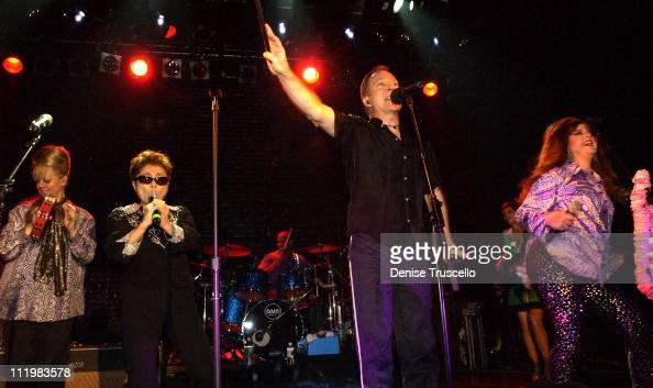 B52's perform with Yoko Ono