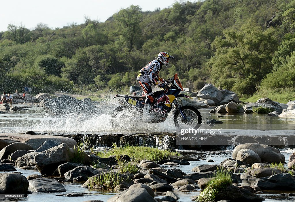 KTM's rider Cyril Despres (L) of France competes during the Stage 10 of the Dakar 2013 between Cordoba and La Rioja, Argentina, on January 15, 2013. The rally takes place in Peru, Argentina and Chile between January 5 and 20.