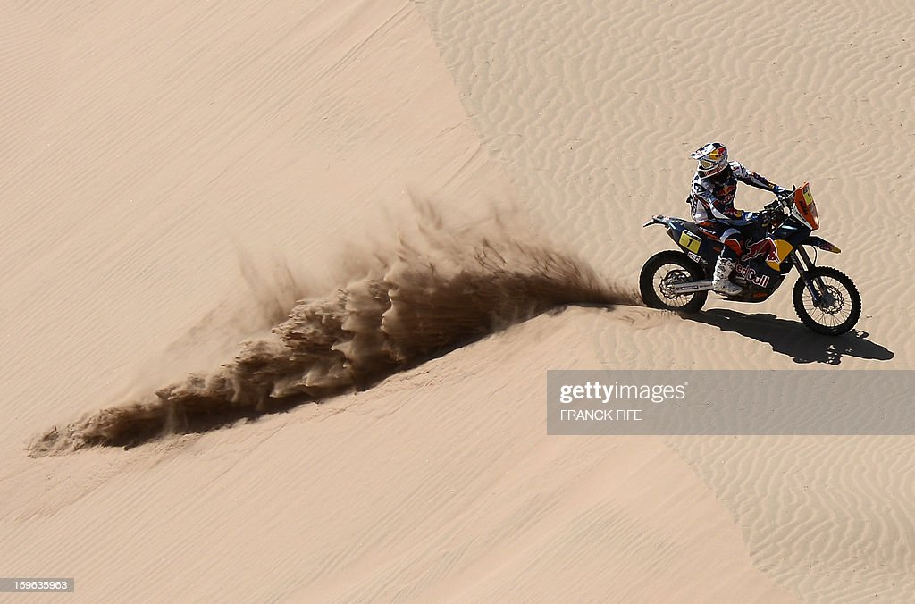 KTM's rider Cyril Despres of France looks behind during the Stage 12 of the Dakar 2013 between Fiambala, Argentina and Copiapo, Chile, on January 17, 2013. The rally takes place in Peru, Argentina and Chile between January 5 and 20. AFP PHOTO / FRANCK FIFE