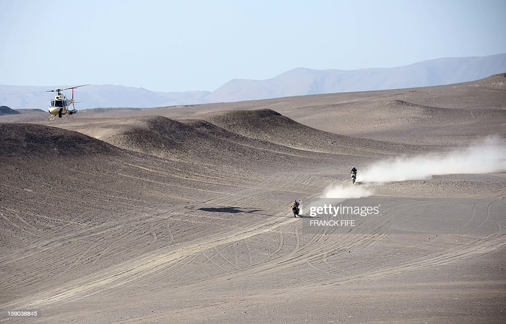 KTM's rider Ruben Faria (C) of Portugal competes during the Stage 2 of the Dakar 2013 in Pisco, Peru, on January 6, 2013. The rally will take place in Peru, Argentina and Chile from January 5 to 20.