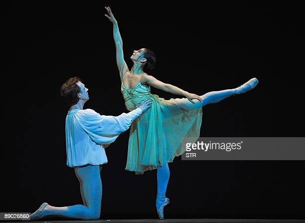 UK's Royal Ballet dancers Brazilian Roberta Marquez and British Edward Watson perform during the Royal Ballet rehearsal on July 14 2009 in Garcia...