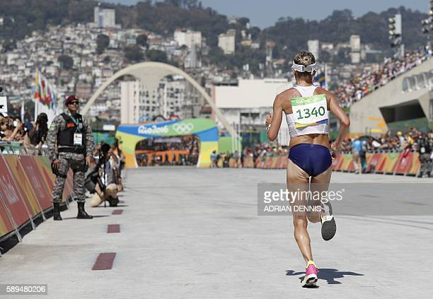 USA's Shalane Flanagan runs toward the finish line of the Women's Marathon during the athletics event at the Rio 2016 Olympic Games at Sambodromo in...