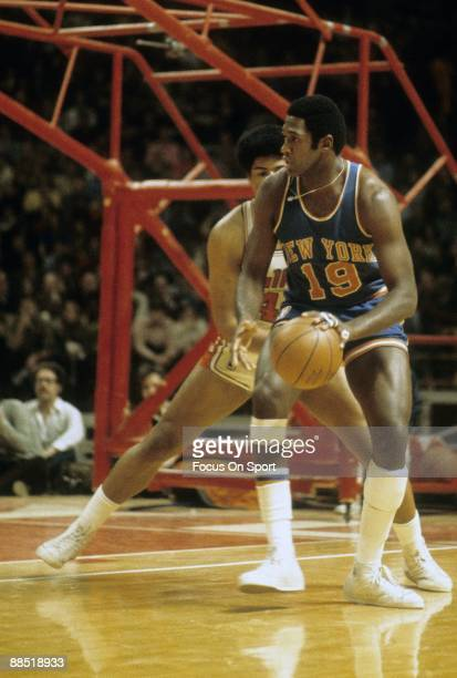 BALTIMORE MD CIRCA 1970's Willis Reed of the New York Knicks is guarded closely by Wes Unseld of the Washington Bullets during a early circa 1970's...