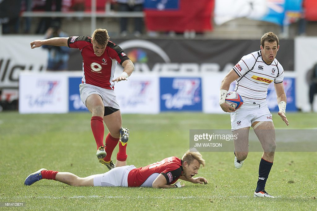 USA's Zach Test vies with Canada's Harry Jones during Day 3 of the USA Sevens Las Vegas HSBC Sevens World Series Round 5 at Sam Boyd Stadium in Las Vegas, NV, February 10, 2013. AFP PHOTO/Jim WATSON