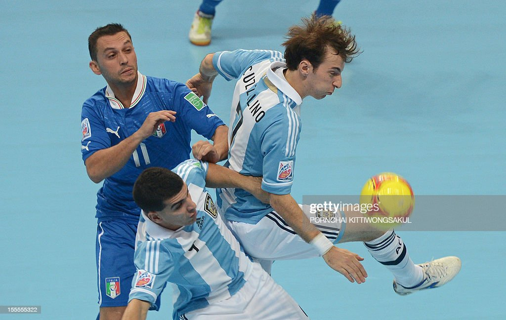 Saad Assis of Italy (L) battles for the ball with Cristian Borruto (C) and Leandro Cuzzolino (R) of Argentian during their first round football match of the FIFA Futsal World Cup 2012 in Bangkok on November 5, 2012.