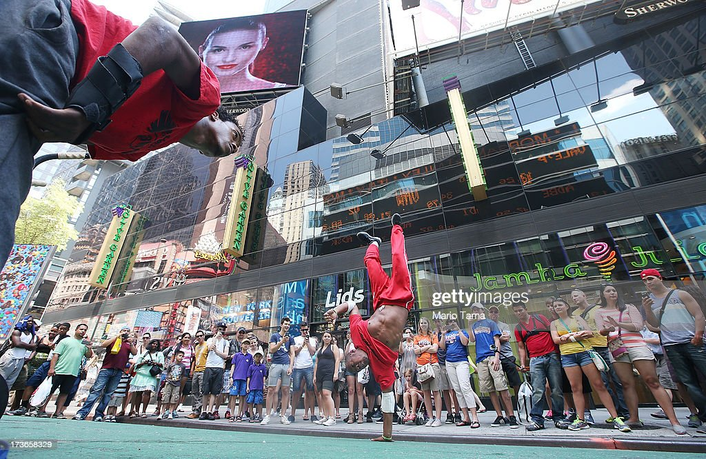 Saadi Hendrix (L) and Bernie Young perform for the crowd in the midday heat near Times Square on July 16, 2013 in New York City. The worst heat wave of the summer has descended on the city with temperatures in the mid-90's today.