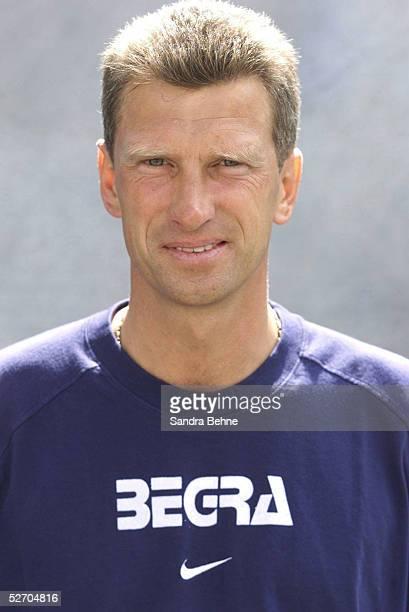2 BUNDESLIGA 01/02 Saarbruecken 1 FC SAARBRUECKEN Trainer Christian SCHREIER