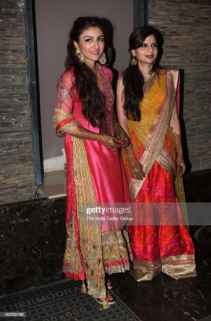 Saba with sister Soha Ali Khan at her wedding mehendi in Mumbai