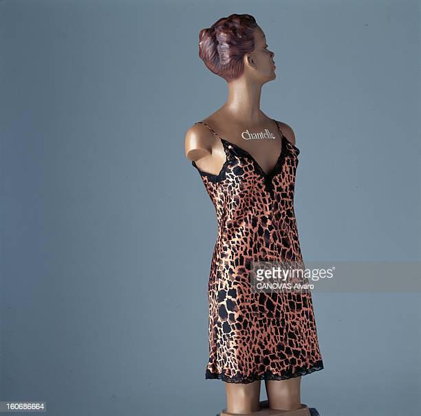 Sabia Rosa Lingerie aout 1997 Reportage sur la lingerie Sabia ROSA Combinaison girafe en satin de soie brodé de dentelle