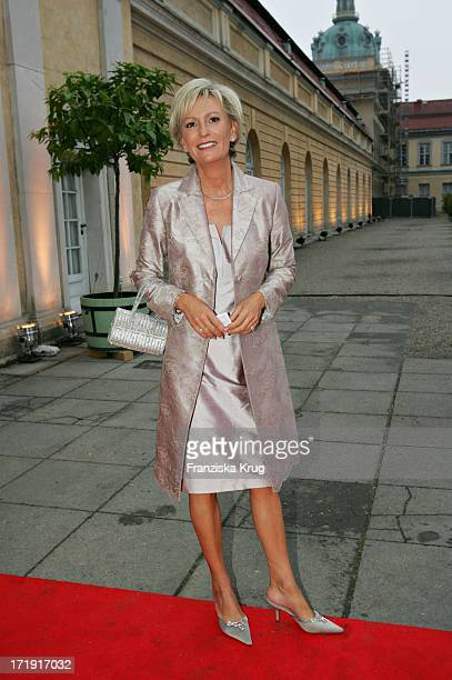 Sabine Christiansen Bei Der 'Innocence In Danger' Gala Im Schloss Charlottenburg In Berlin Am 010705