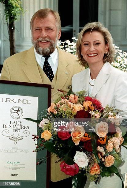 Sabine Christiansen FleuropLady desJahres 1997 FleuropPräsident LudwigAngeli