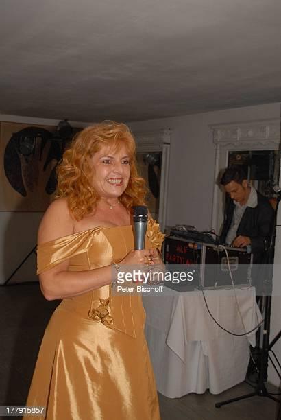 Sabine SchmidtKirchner Hochzeitsfeier mit G E R N O T E N D E M A N N Restaurant 'Paradies' Hannover Niedersachsen Deutschland Europa Hochzeitskleid...