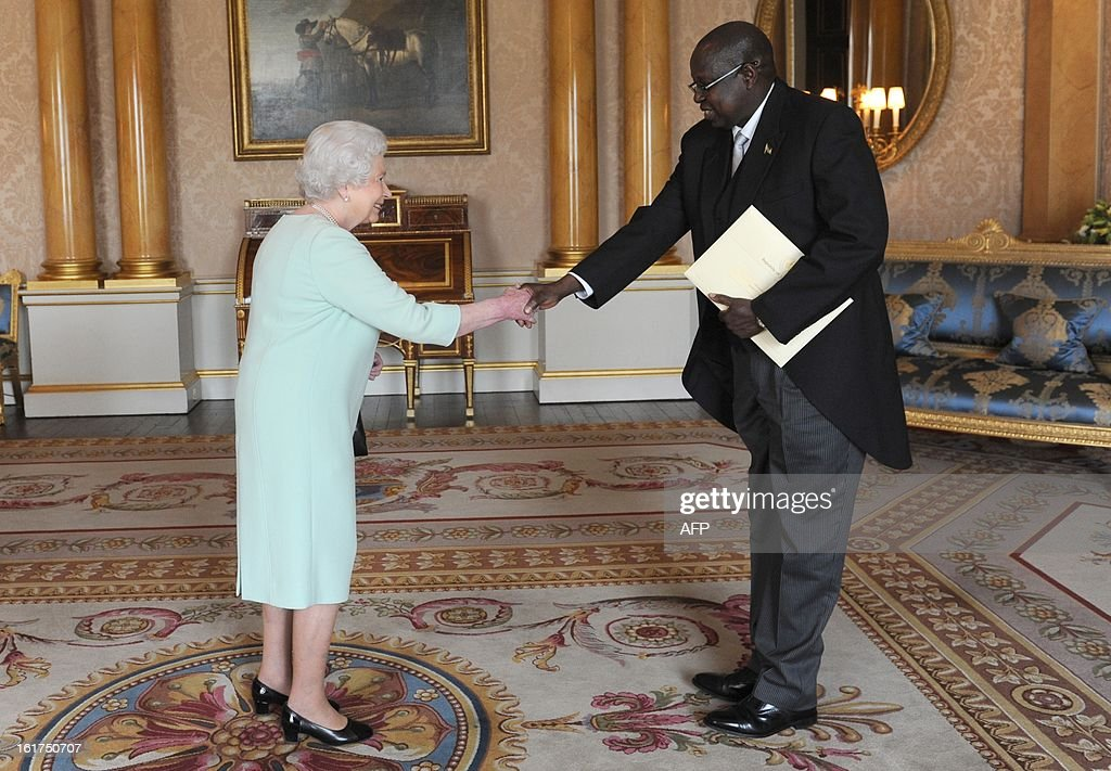 Sabit Abbe Alley (R) presents his letters of credence as Ambassador from the Republic of South Sudan to Queen Elizabeth II at Buckingham Palace in London on February 15, 2013. AFP PHOTO/POOL/Stefan Rousseau