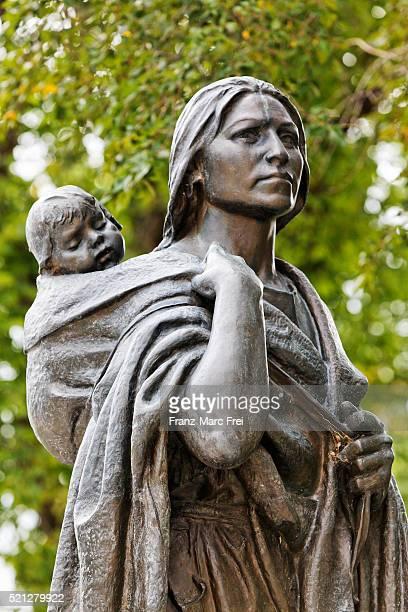 Sacagawea-Statue in front of the North Dakota Heritage Center, Bismarck, North Dakota