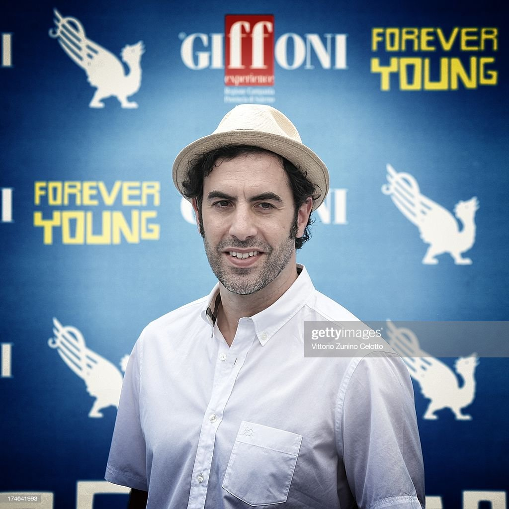 <a gi-track='captionPersonalityLinkClicked' href=/galleries/search?phrase=Sacha+Baron+Cohen&family=editorial&specificpeople=216389 ng-click='$event.stopPropagation()'>Sacha Baron Cohen</a> attends attends 2013 Giffoni Film Festival photocall on July 28, 2013 in Giffoni Valle Piana, Italy.