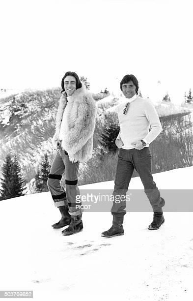 Sacha Distel accompagné de Michel Delpech en vacances aux sports d'hiver le 8 janvier 1973 en France