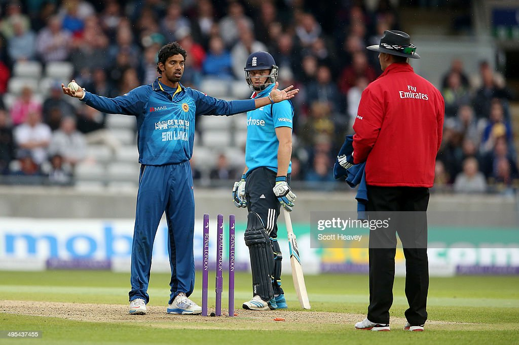 Sachithra Senanayake of Sri Lanka appeals to the umpire for a run out of <a gi-track='captionPersonalityLinkClicked' href=/galleries/search?phrase=Jos+Buttler&family=editorial&specificpeople=5788479 ng-click='$event.stopPropagation()'>Jos Buttler</a> at the non strikers end during the 5th