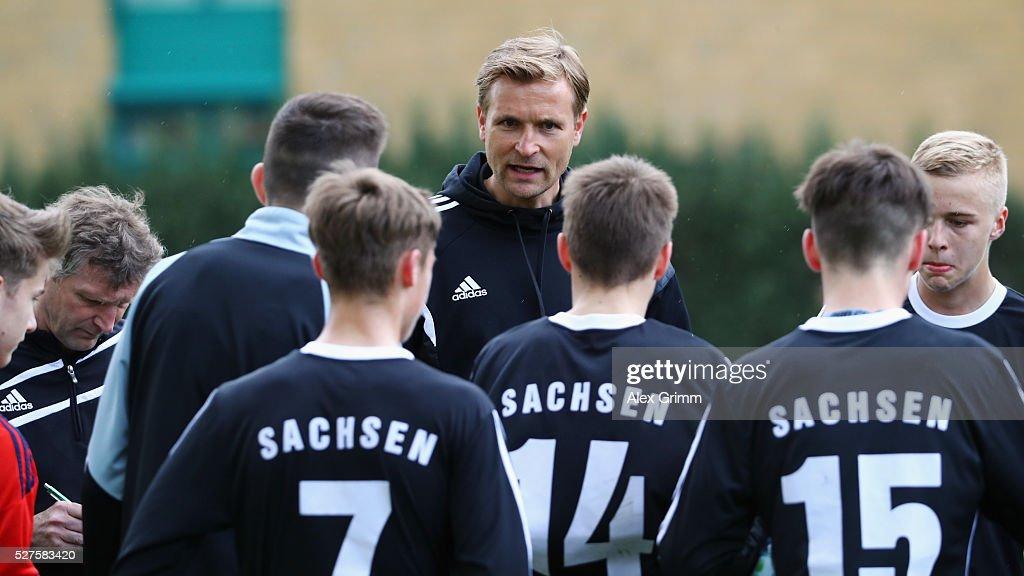 Sachsen head coach David Bergner talks to the players during the U16 Juniors Federal Cup at Sportschule Wedau on May 03, 2016 in Duisburg, North Rhine-Westphalia.