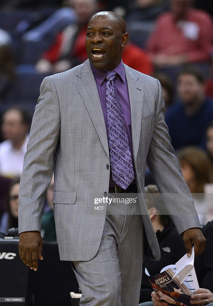 Sacramento Kings head coach Keith Smart directs his team against the Washington Wizards in the second quarter at the Verizon Center in Washington, D.C., Monday, January 28, 2013. The Kings beat the Wizards, 96-94.
