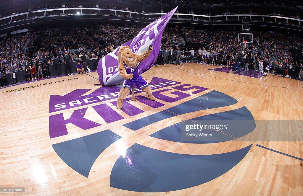 Sacramento Kings mascot Slamson waves the flag during the game against the Oklahoma City Thunder on November 23, 2016 at Golden 1 Center in Sacramento, California.