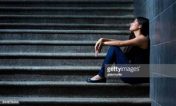 Mujer hispana triste