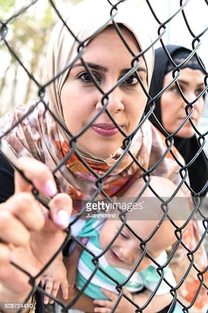 Triste mulher refugiados do Médio Oriente (pessoas