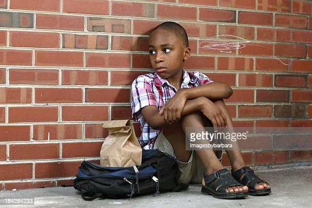 Traurig Schule Junge, die solche Beschäftigten gemobbt wurde.