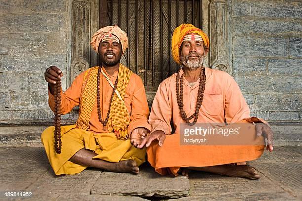 Sadhu-Indianer holymen sitzt im Tempel
