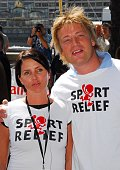 Sadie Frost and Jamie Oliver during The Sport Relief Mile Photocall July 15 2006 in London Great Britain