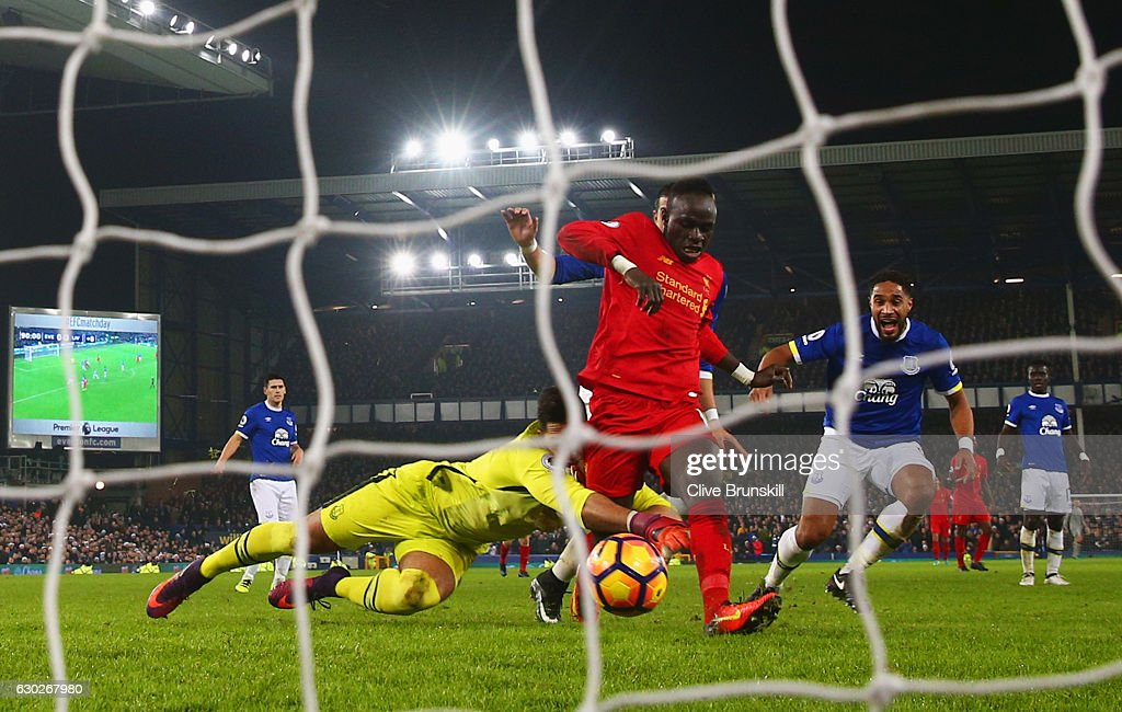 Sadio Mane of Liverpool beats Joel Robles of Everton as he scores their first goal during the Premier League match between Everton and Liverpool at Goodison Park on December 19, 2016 in Liverpool, England.