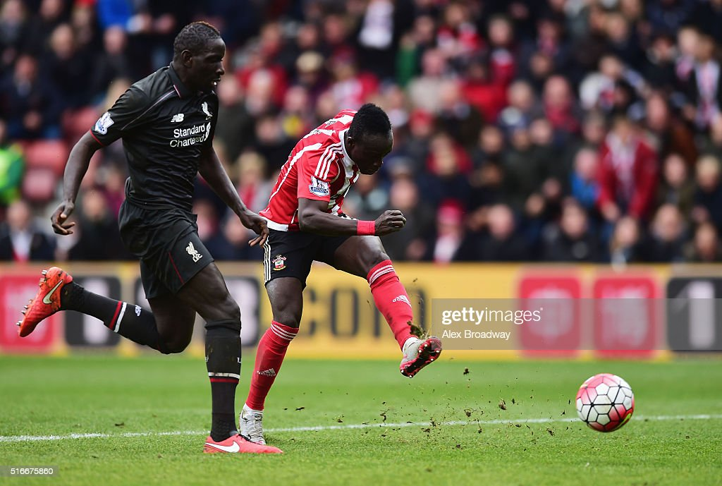 Sadio Mane of Southampton beats Mamadou Sakho of Liverpool to score their third goal during the Barclays Premier League match between Southampton and Liverpool at St Mary's Stadium on March 20, 2016 in Southampton, United Kingdom.