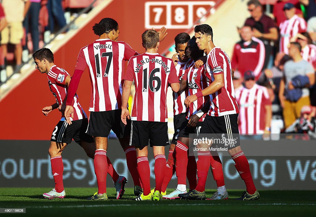 Sadio Mane (2nd R) of Southampton celebrates scoring his team's third goal with his team mates during the Barclays Premier League match between Southampton and Swansea City at St Mary's Stadium on September 26, 2015 in Southampton, United Kingdom.