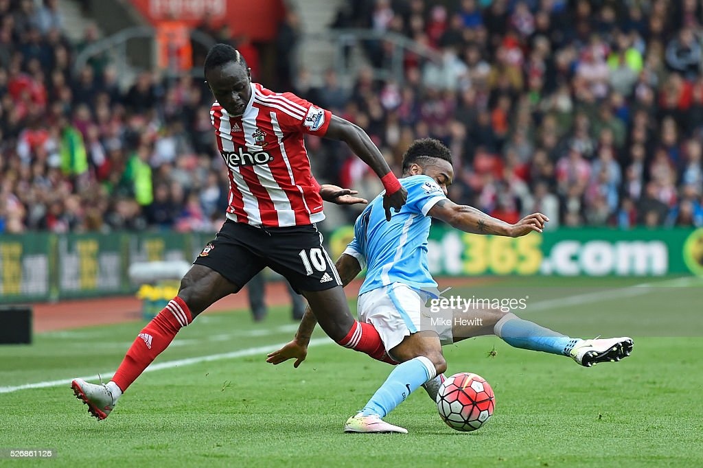 Sadio Mane of Southampton challenges Raheem Sterling of Manchester City during the Barclays Premier League match between Southampton and Manchester City at St Mary's Stadium on May 1, 2016 in Southampton, England.