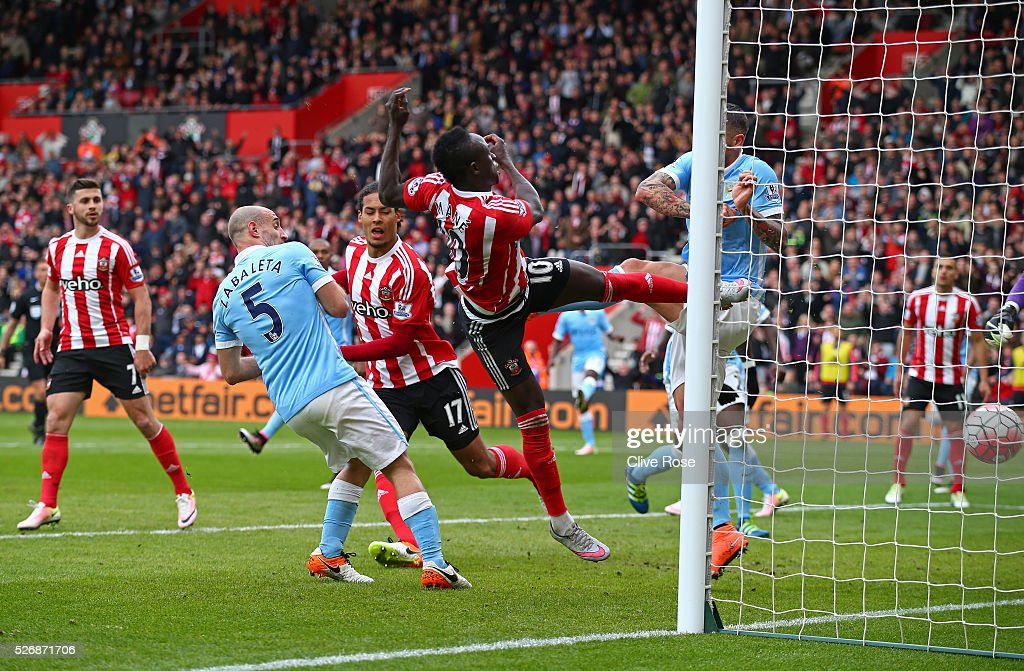 Sadio Mane of Southampton (10) scores his second goal and his team's third during the Barclays Premier League match between Southampton and Manchester City at St Mary's Stadium on May 1, 2016 in Southampton, England.