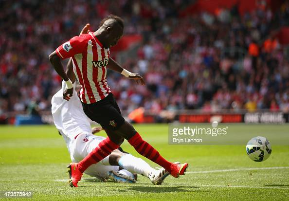 Sadio Mane of Southampton scores his second goal during the Barclays Premier League match between Southampton and Aston Villa at St Mary's Stadium on...