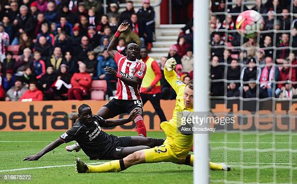 Sadio Mane of Southampton shoots past Mamadou Sakho and Simon Mignolet of Liverpool to score their first goal during the Barclays Premier League...