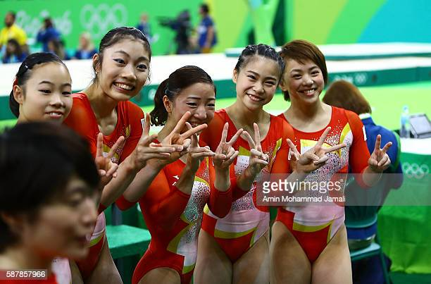 Sae Miyakawa and Yuki Uchiyama Asuka Teramoto Aiko Sugihara and Mai Murakami of Japan pose for photograph after finishing fourth in the Artistic...