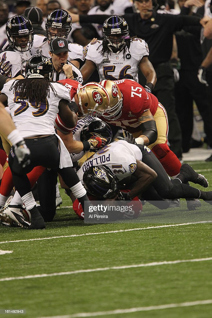 Safety Bernard Pollard #31 of the Baltimore Ravens gets into a brawl against the San Francisco 49ers during Super Bowl XLVII at Mercedes-Benz Superdome on February 3, 2013 in New Orleans, Louisiana.