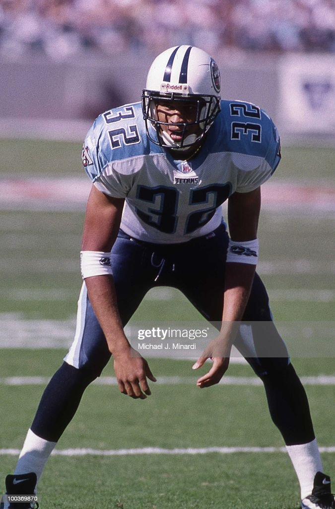 Safety Bobby Myers #32 of the Tennessee Titans assumes his position at the line of scrimmage in a NFL game against the Baltimore Ravens at PSINet Ravens Stadium on October 22, 2000 in Baltimore, Maryland. The Titans won 14 to 6.