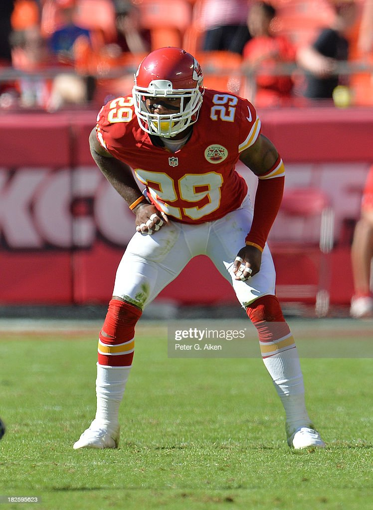 Safety <a gi-track='captionPersonalityLinkClicked' href=/galleries/search?phrase=Eric+Berry+-+American+Football+Player&family=editorial&specificpeople=4501099 ng-click='$event.stopPropagation()'>Eric Berry</a> #29 of the Kansas City Chiefs gets set on defense against the New York Giants during the second half on September 29, 2013 at Arrowhead Stadium in Kansas City, Missouri.