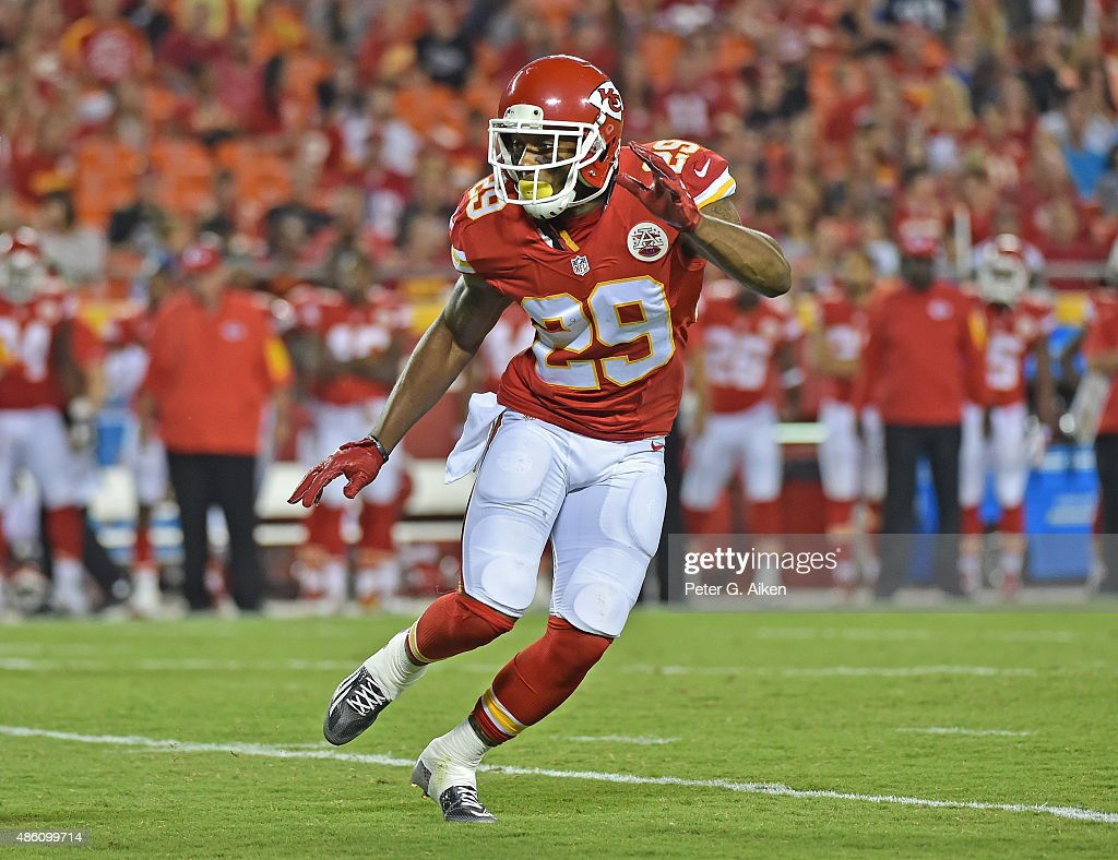 Safety <a gi-track='captionPersonalityLinkClicked' href=/galleries/search?phrase=Eric+Berry+-+American+Football+Player&family=editorial&specificpeople=4501099 ng-click='$event.stopPropagation()'>Eric Berry</a> #29 of the Kansas City Chiefs gets set on defense against the Tennessee Titans during the second half of a preaseason game at Arrowhead Stadium on August 28, 2015 in Kansas City, Missouri.