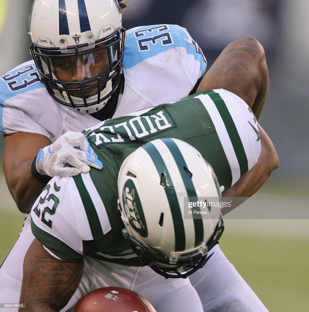 Safety Michael Griffin #33 of the Tennessee Titans makes a stop against the New York Jets at MetLife Stadium on December 13, 2015 in East Rutherford, New Jersey.