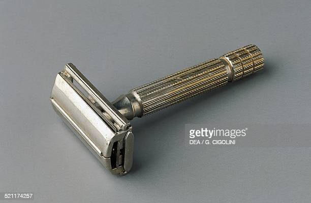 Safety razors with razor blades in steel 1960s 20th century Unspecified