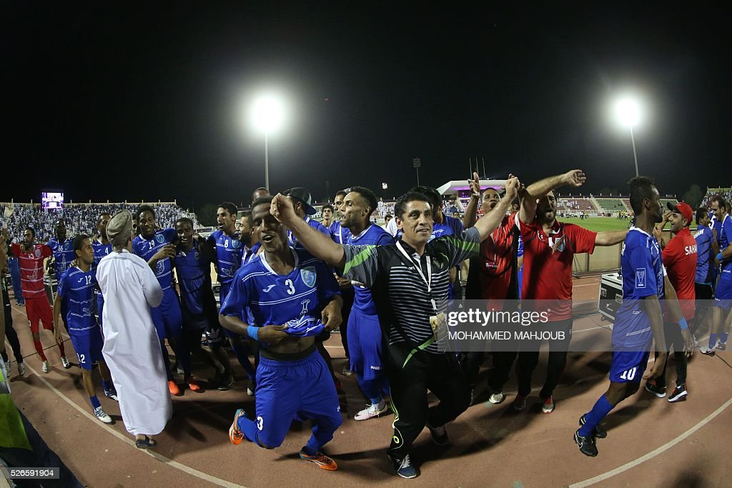 Saham club players celebrate after winning the final of the Sultan Qaboos Cup against AL-Khabourah club at the Sohar Sports Complex on April 30, 2016. / AFP / MOHAMMED
