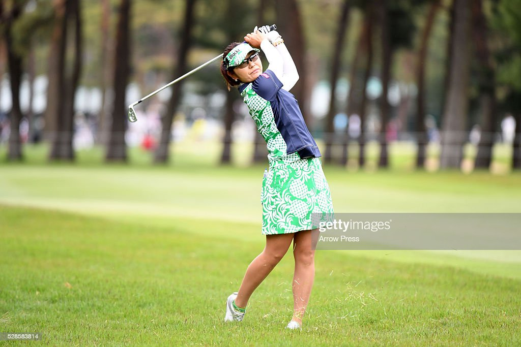 <a gi-track='captionPersonalityLinkClicked' href=/galleries/search?phrase=Saiki+Fujita&family=editorial&specificpeople=7535141 ng-click='$event.stopPropagation()'>Saiki Fujita</a> of Japan hits her second shot on the 10th hole during the second round of the World Ladies Championship Salonpas Cup at the Ibaraki Golf Club on May 6, 2016 in Tsukubamirai, Japan.
