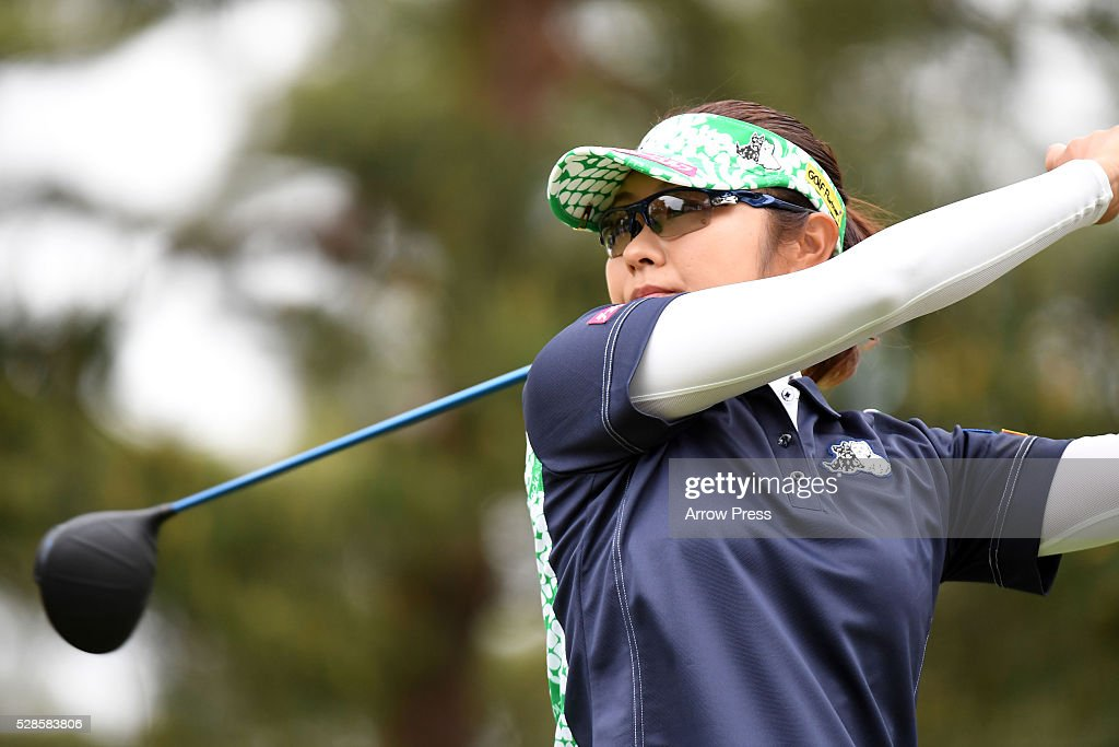 <a gi-track='captionPersonalityLinkClicked' href=/galleries/search?phrase=Saiki+Fujita&family=editorial&specificpeople=7535141 ng-click='$event.stopPropagation()'>Saiki Fujita</a> of Japan hits her tee shot on the 11th hole during the second round of the World Ladies Championship Salonpas Cup at the Ibaraki Golf Club on May 6, 2016 in Tsukubamirai, Japan.