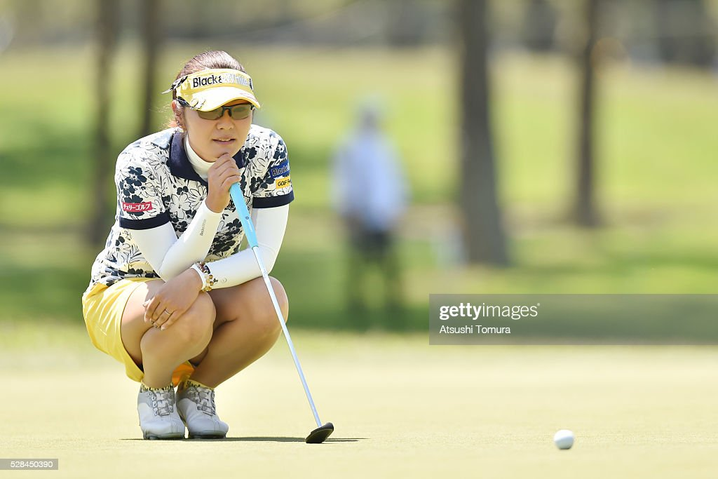 <a gi-track='captionPersonalityLinkClicked' href=/galleries/search?phrase=Saiki+Fujita&family=editorial&specificpeople=7535141 ng-click='$event.stopPropagation()'>Saiki Fujita</a> of Japan lines up her putt on the 3rd green during the first round of the World Ladies Championship Salonpas Cup at the Ibaraki Golf Club on May 5, 2016 in Tsukubamirai, Japan.