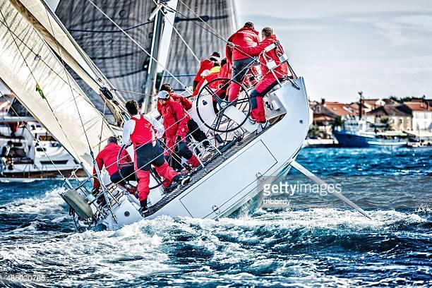 Segeln crew auf Segelboot während der regatta