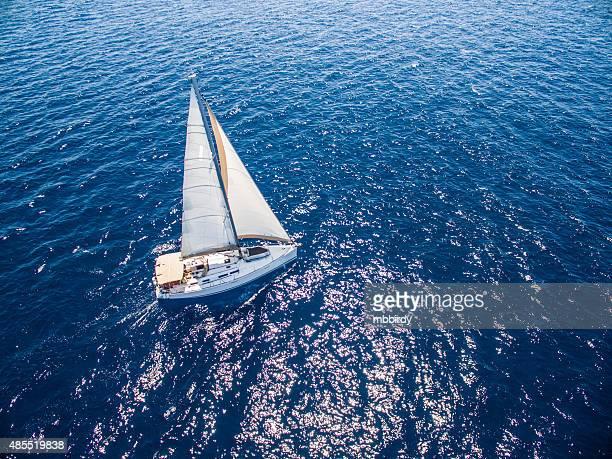 ヨットとヨット、ドローンからの眺め